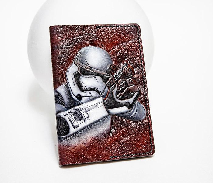 BC230 Кожаная обложка на паспорт «Штурмовик», раскрас аэрографом