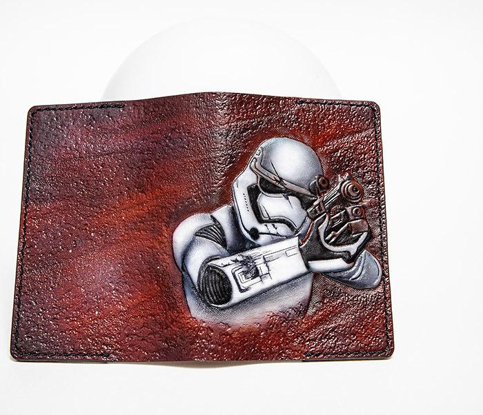 BC230 Кожаная обложка на паспорт «Штурмовик», раскрас аэрографом фото 03