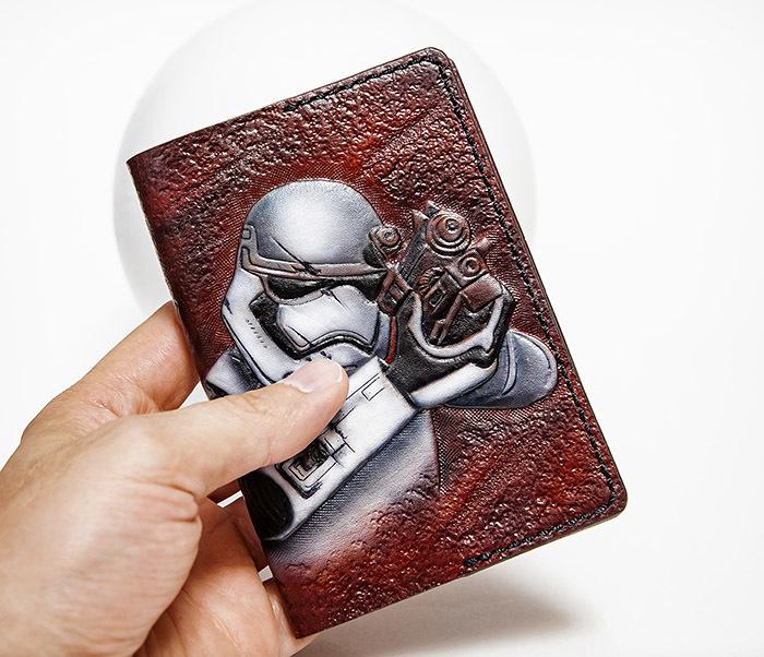 BC230 Кожаная обложка на паспорт «Штурмовик», раскрас аэрографом фото 04