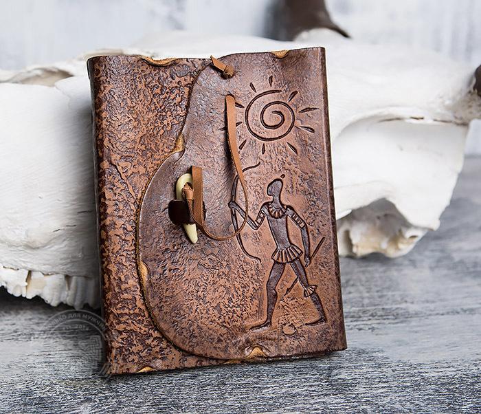 BY01-04-07 Кожаный подарочный блокнот «Лучник» с застежкой - клыком (А6)