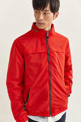 Куртка з водовідштовхувальної тканини з капюшоном