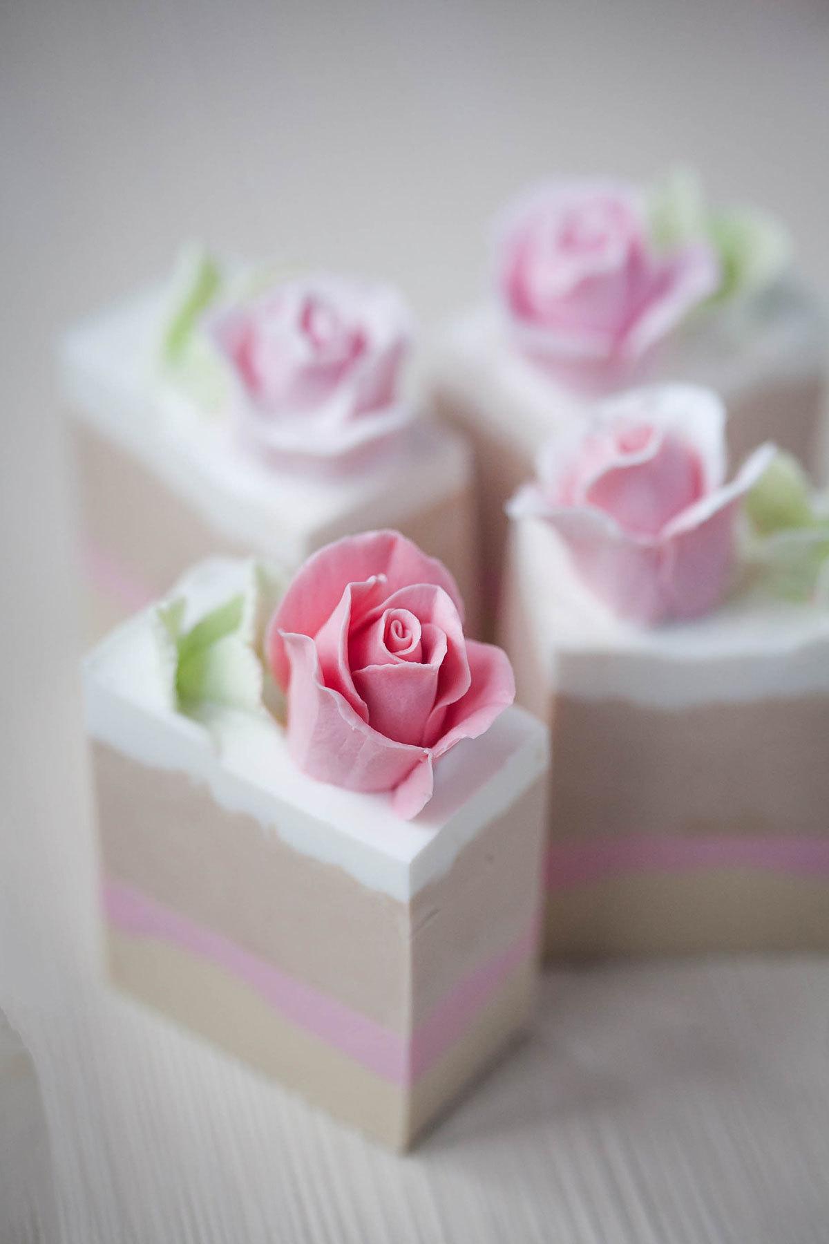Листочки мяты + роза Софи в высокой форме под нарезку