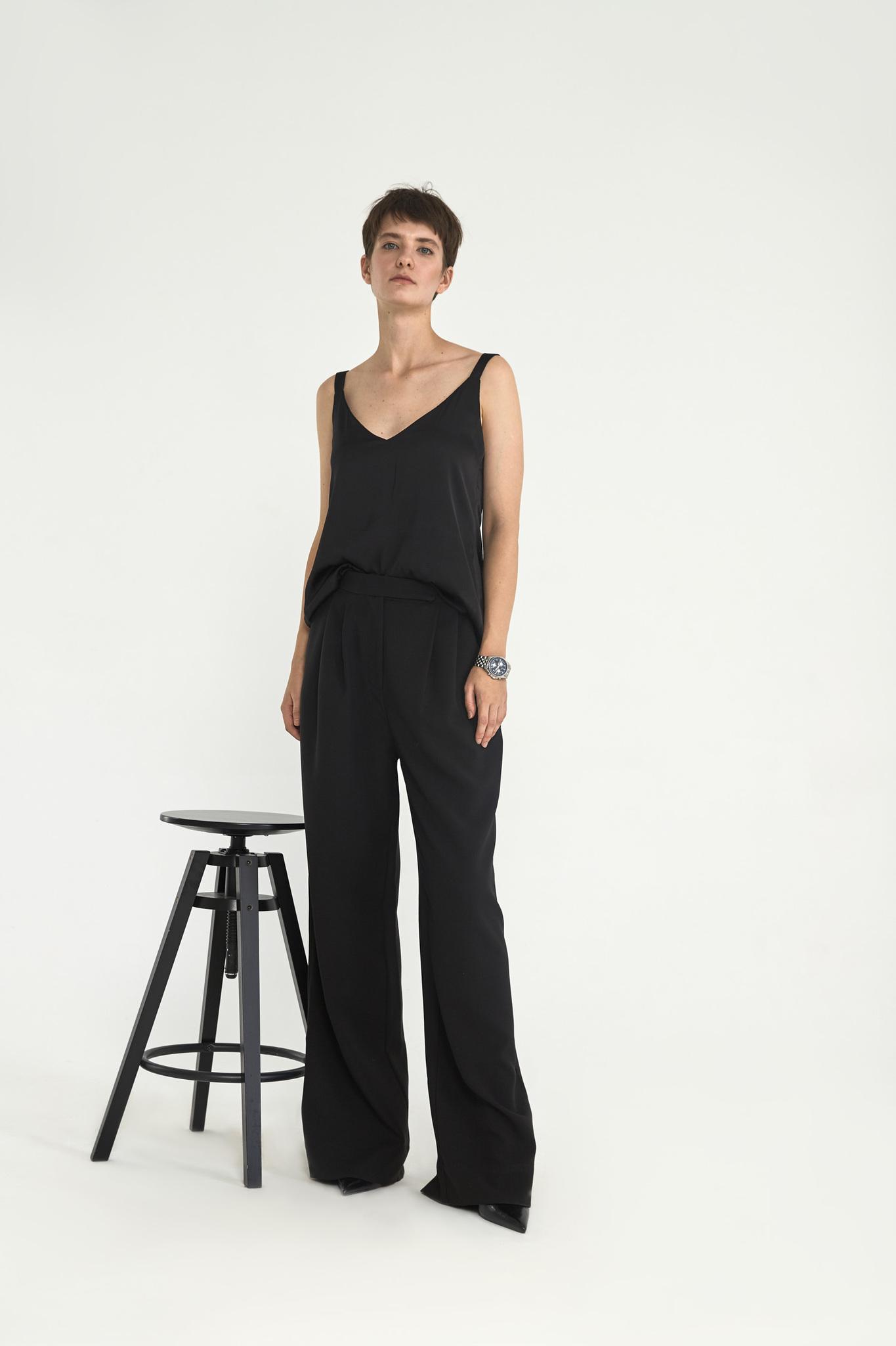 Широкие брюки с двумя складками (костюмный твил), черный