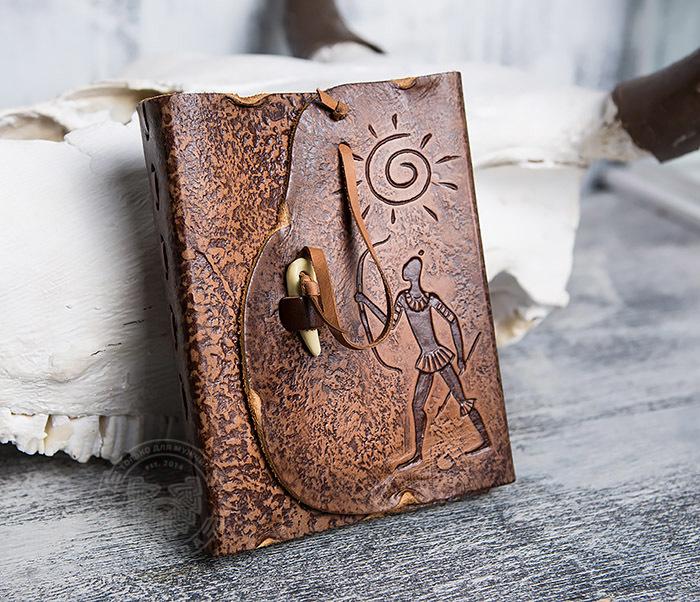 BY01-04-07 Кожаный подарочный блокнот «Лучник» с застежкой - клыком (А6) фото 02