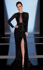 Sonya 1521 Длинное, черное платье с высоким разрезом, шикарный вырез до талии прикрыт прозрачной вставкой и изумительно подчеркивает грудь, спина закрыта