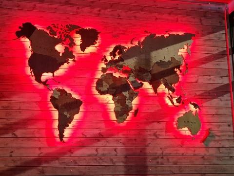 Многоуровневая высоко детализированная карта мира из дерева с динамической подсветкой Декор Коми.
