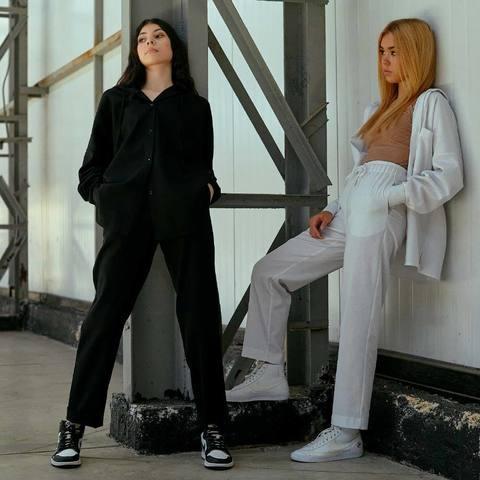 Підлітковий костюм з льону для дівчаток в чорному кольорі