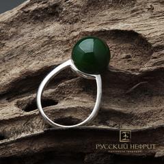 Кольцо с зелёным нефритом. Perlus.
