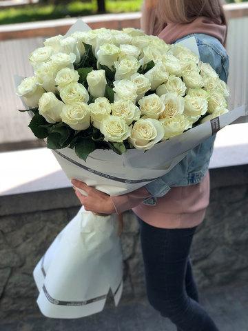 Букет из 51 белой метровой розы