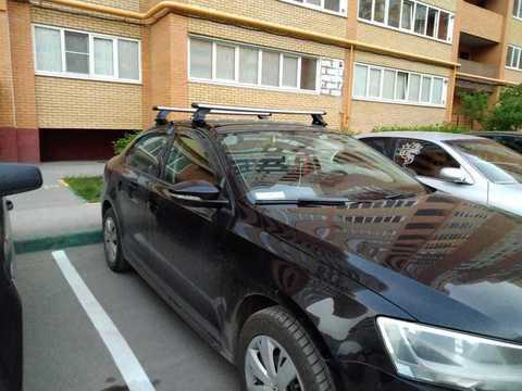 Модельный багажник Volkswagen Jetta  с креплением за дверной проем аэродинамические дуги 120 см.