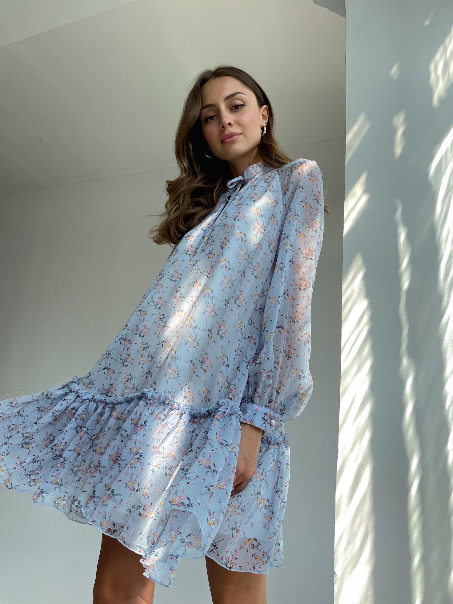 Платье ярусное мини (цветы на голубом)