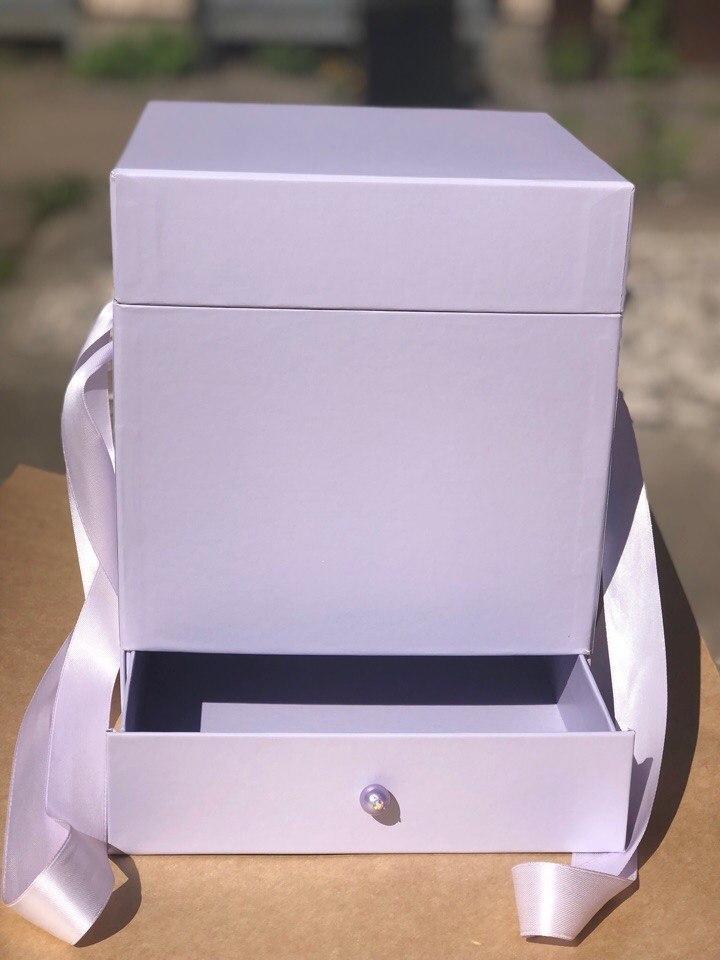 Квадратная коробка с отделением для подарка. Цвет: Светло серый  . В розницу 500 рублей .