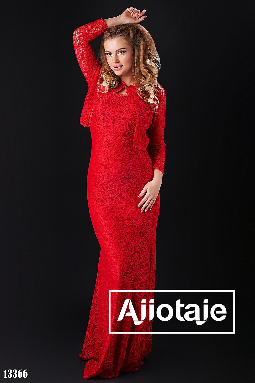Двойка красного цвета с платьем в пол