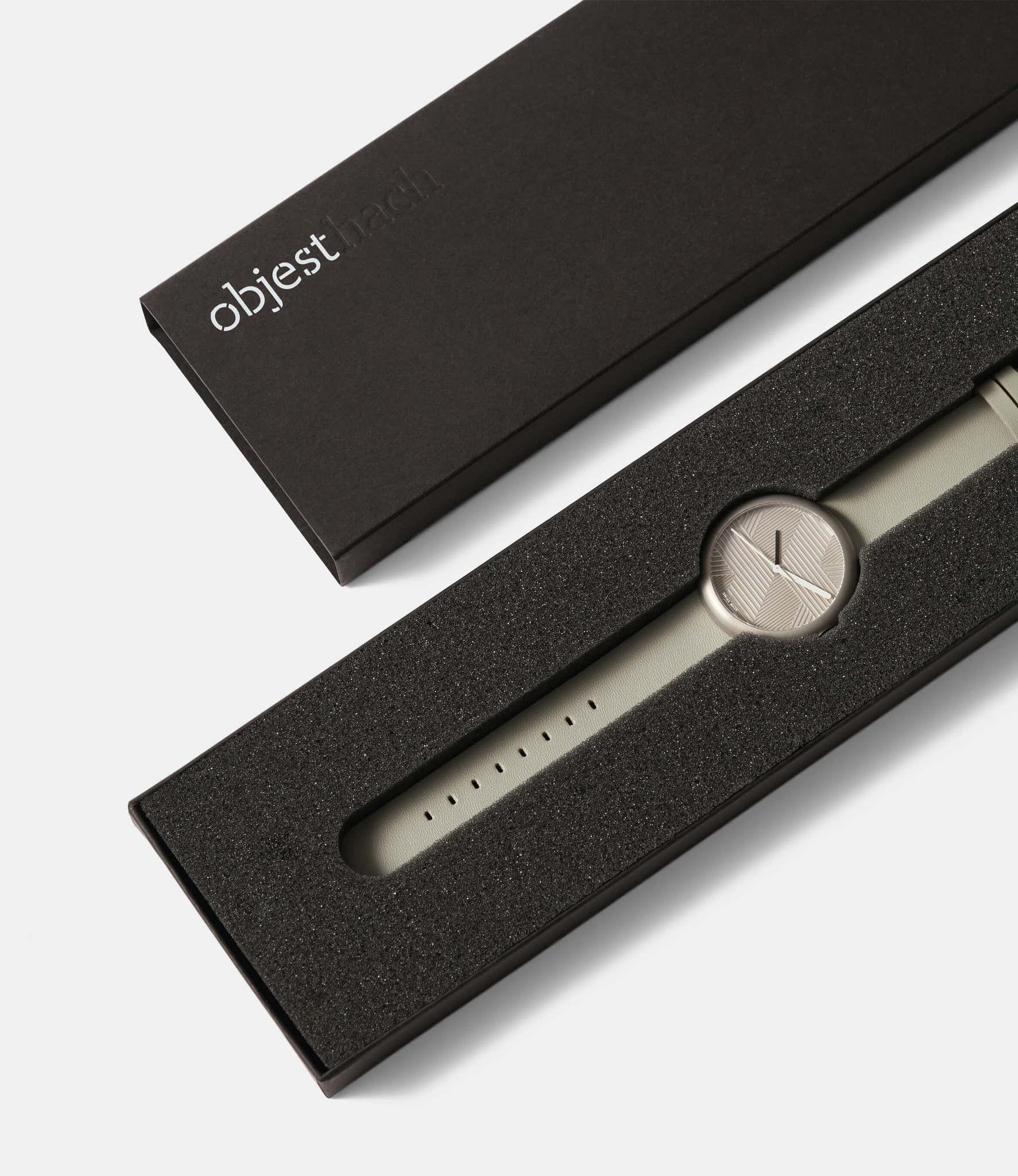 Objest Hach Silver — кварцевые часы с рельефным циферблатом