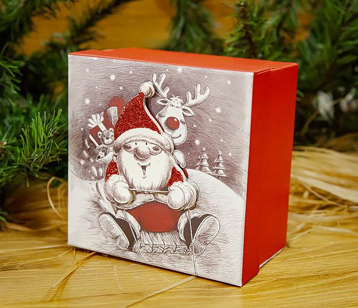 BOX260-2 Подарочная коробка «Дед Мороз на оленях» (11*11*8 см) фото 03