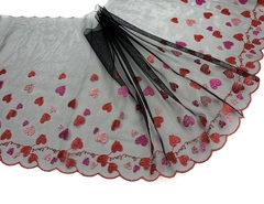 Вышивка на сетке сердечки (левая) 26 см