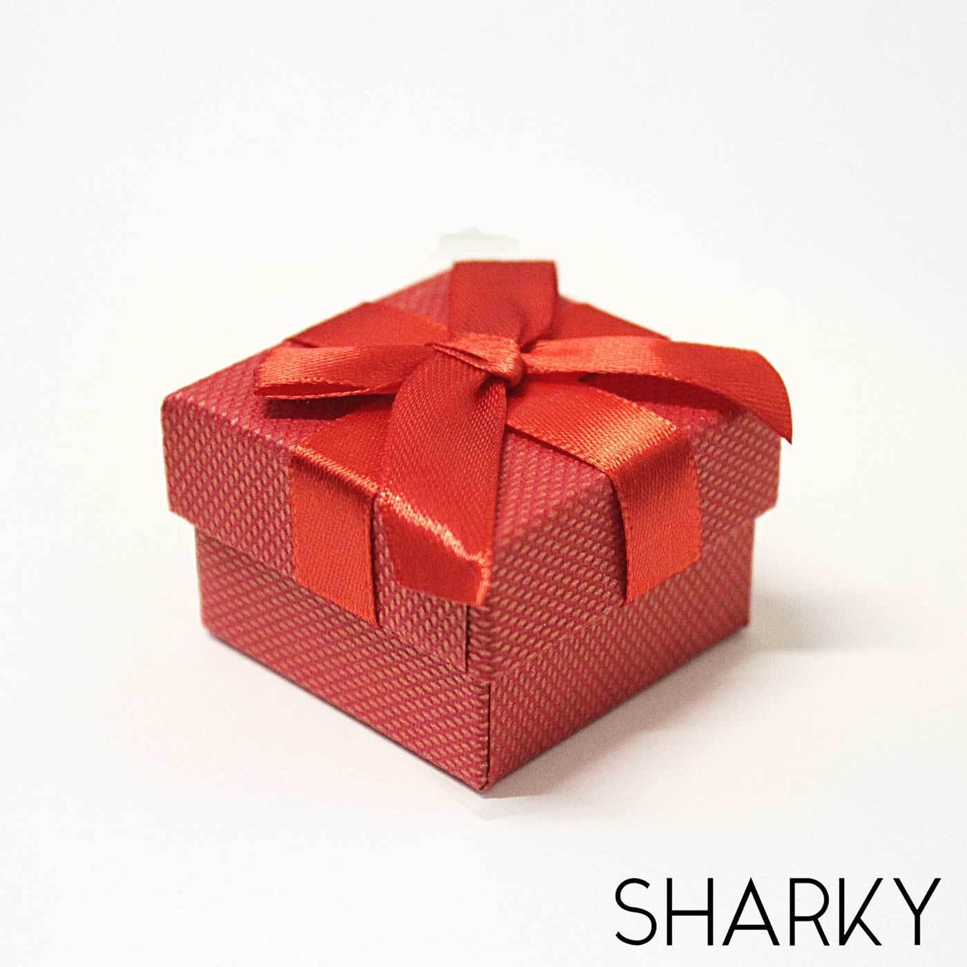 Подарочная коробочка с красным бантом