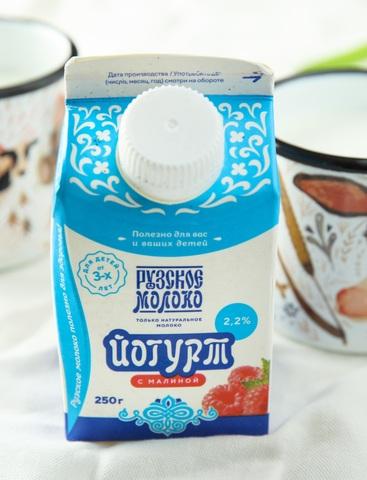 Йогурт с малиной 2,2% (250 грамм)