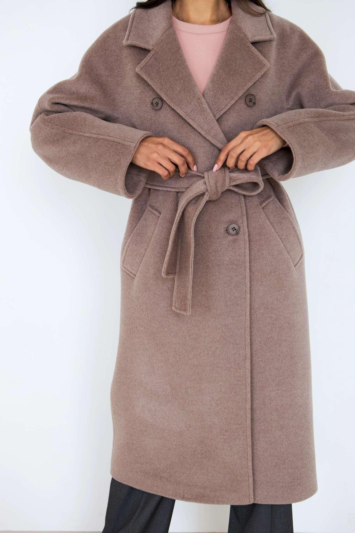 Двубортное пальто с цельнокроеными рукавами
