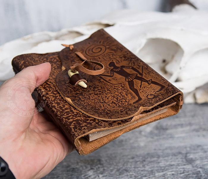 BY01-04-07 Кожаный подарочный блокнот «Лучник» с застежкой - клыком (А6) фото 05