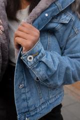 Синяя джинсовая куртка с мехом интернет магазин