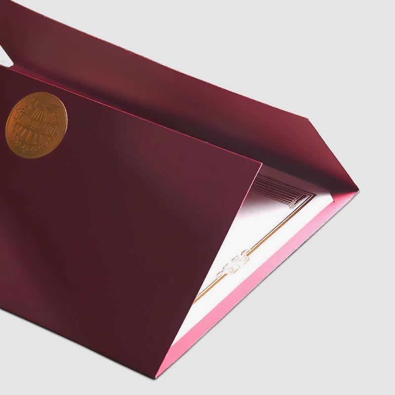 Обложка для диплома из  дизайнерской бумаги c золотым кантом