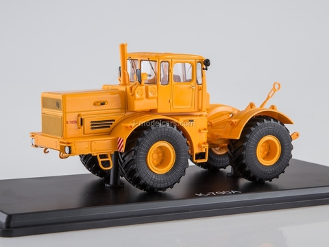 Tractor K-700A Kirovets yellow 1:43 Start Scale Models (SSM)
