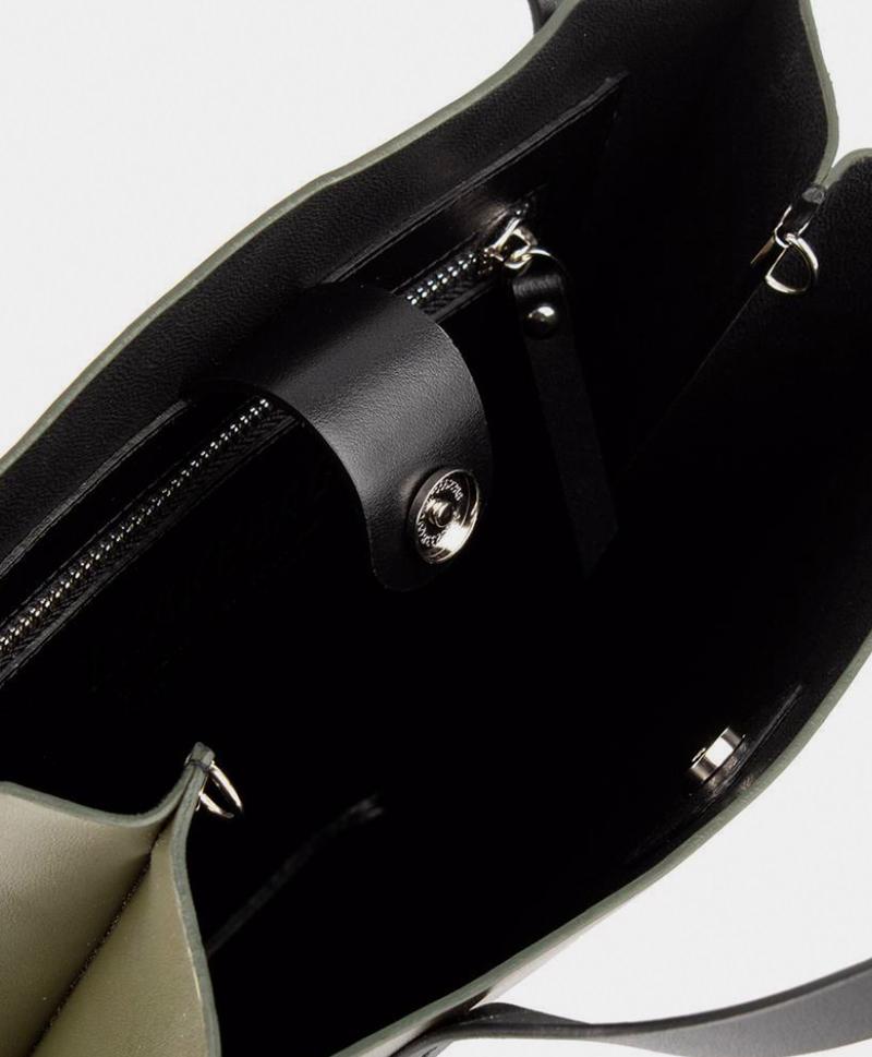 Сумка-шоппер-черного-цвета-IMB-внутри