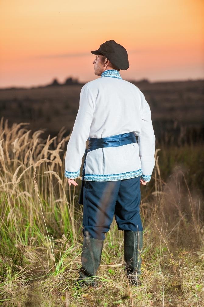 Мужской русский костюм Русское поле вид сзади