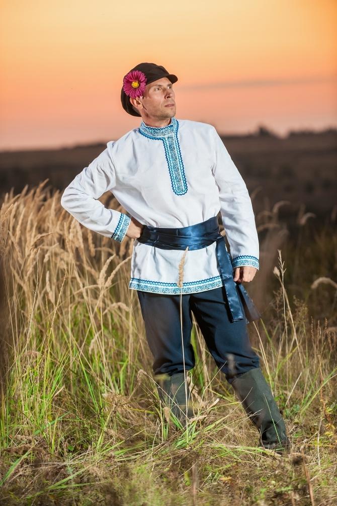 Мужской русский костюм Русское поле вид сбоку