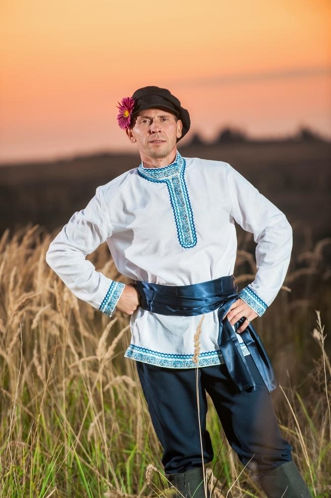 Мужской русский костюм Русское поле приближенный фрагмент