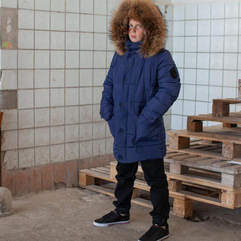 Підліткове зимове пальто на хлопчика синього кольору з натуральним хутром