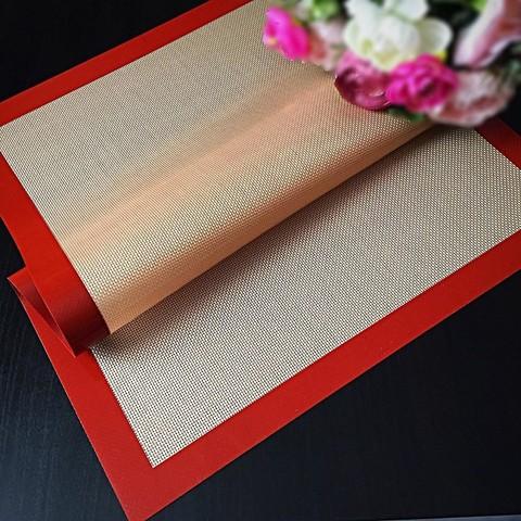 Коврик силиконовый армированный (бежевый\красный) (Размер 60*40см.)
