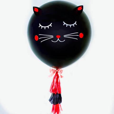 Большой шар голова. Чёрная кошечка