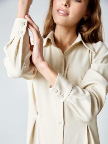 Платье-рубашка с защипами из вискозы молочный