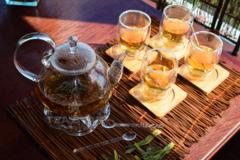 """Чайник с подогревом от свечи в наборе со стаканами с двойными стенками – большой сервиз """"Георгин"""""""