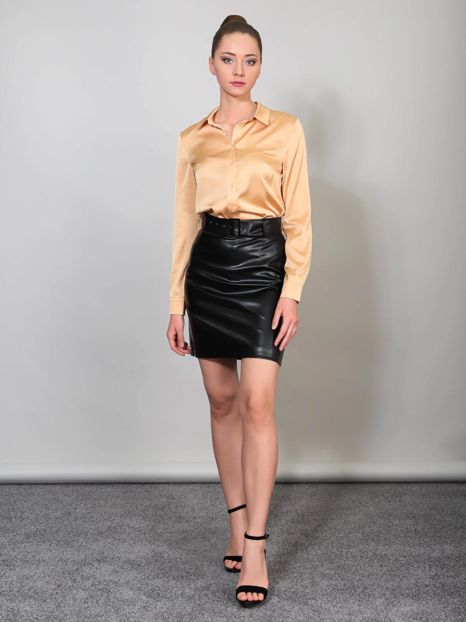 Блузка с классическим воротником из шелка (золотой)