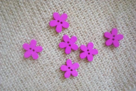 Деревянные пуговки-цветочки, фуксия