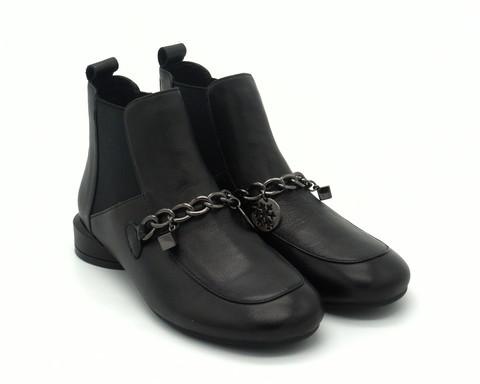 Черные ботинки с металлическим декором
