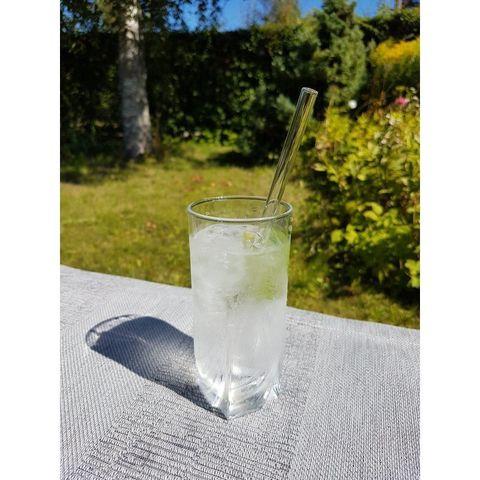 Стеклянная трубочка ZEERO в стакане
