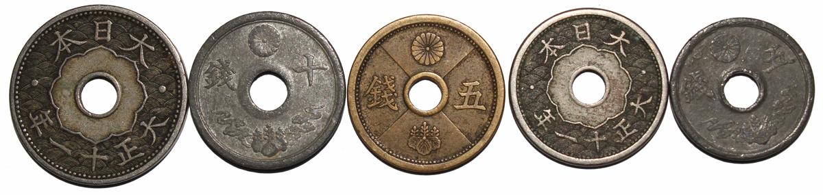 Набор из 5 монет с круглыми отверстиями Япония