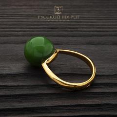 Кольцо с зелёным нефритом позолоченное . Perlus.
