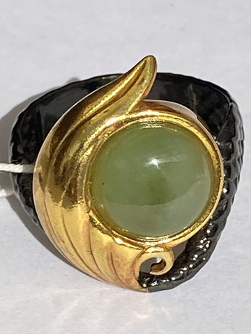 Сирена -нефрит (кольцо из серебра)