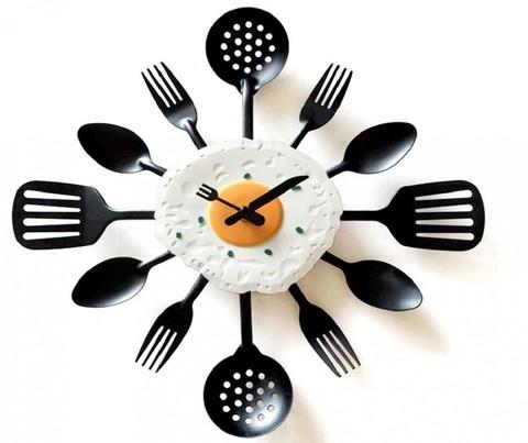 Часы ложки-вилки настенные с яичницей
