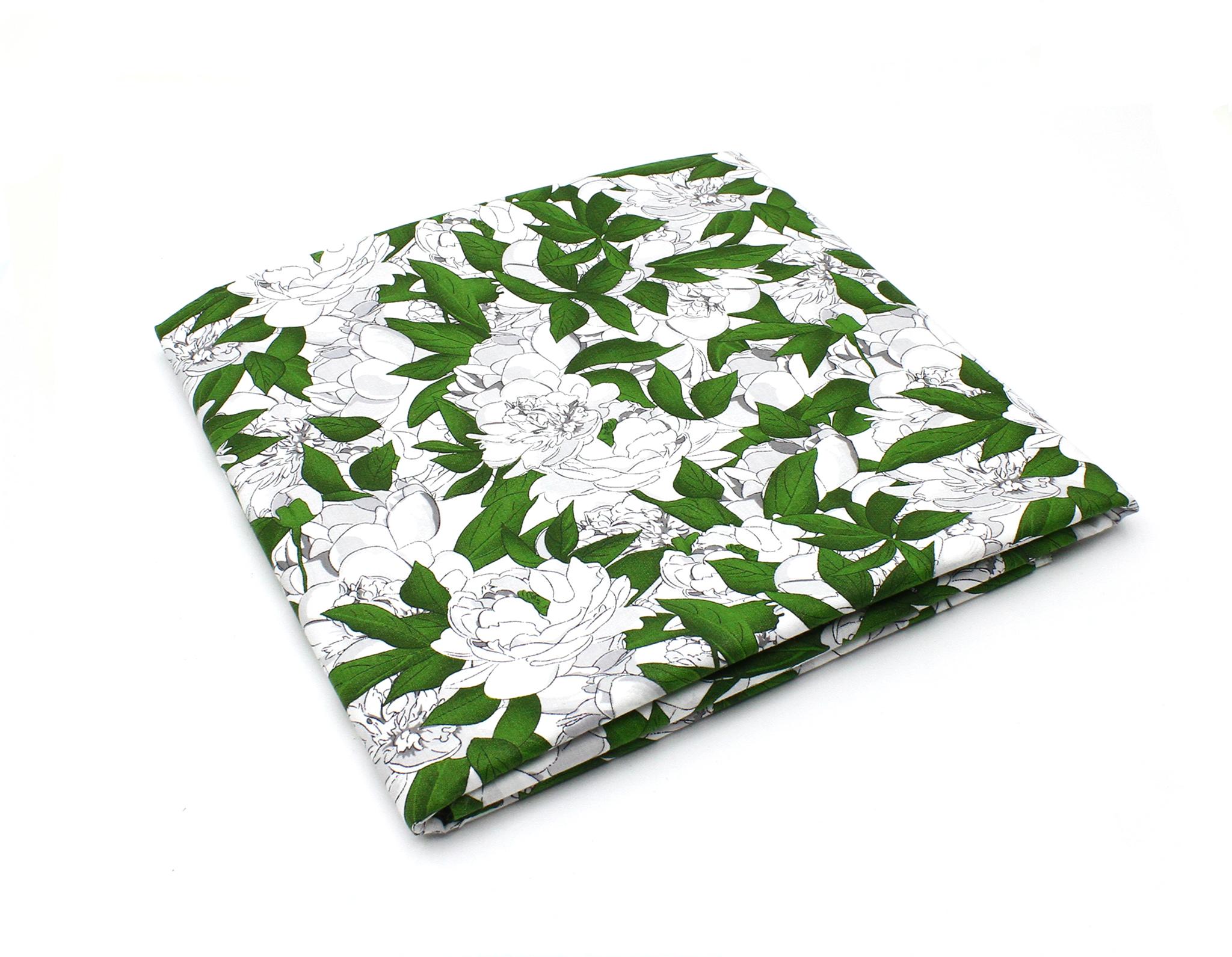 Пионы и зеленые листья