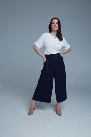Костюм с широкими синими брюками купить