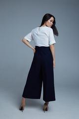 Костюм с широкими синими брюками недорого