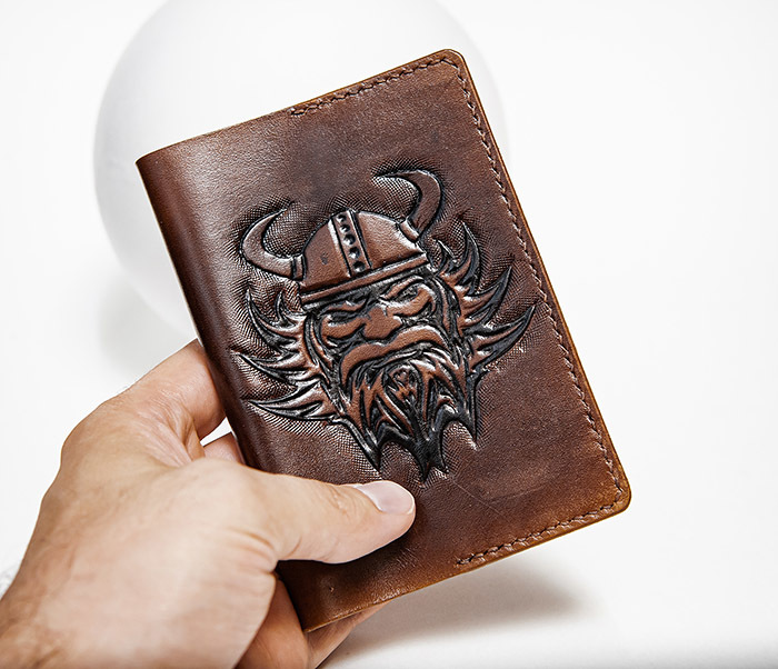 BC227 Обложка на паспорт ручной работы с викингом фото 03