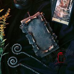 Свеча «Свиток Желаний» с кованым шилом