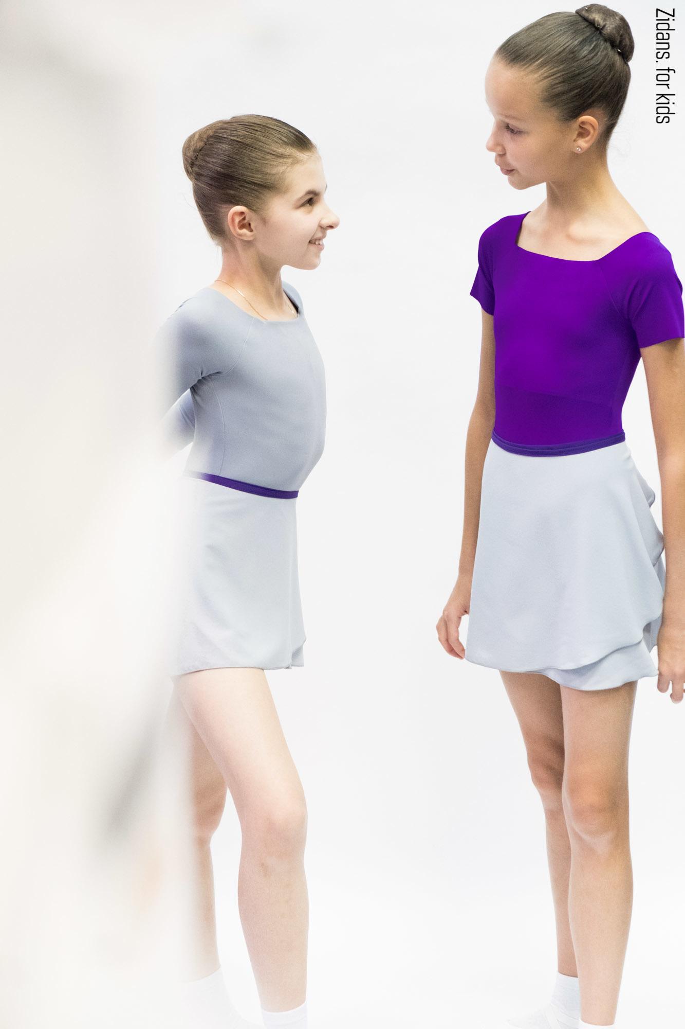 Юбка на запах с контрастным фиолетовым поясом   серый